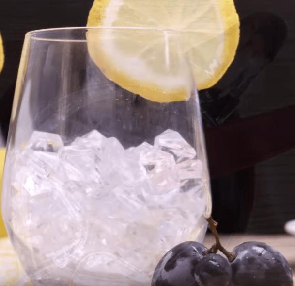 Verfrissende zwarte druiven limonade recept-zensitivity.nl