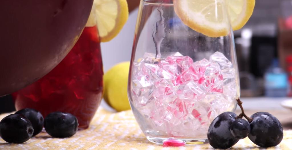 Verfrissende zwarte druiven limonade recept-zensitivity.nl-zomerse drankjes maken-limonade maken-recept voor limonade
